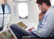 funcionario viajando para experiencia empresarial internacional