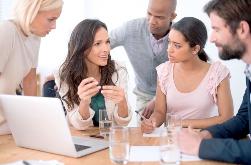 lider conversando com a equipe