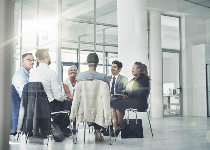 reunião de pessoas de uma equipe