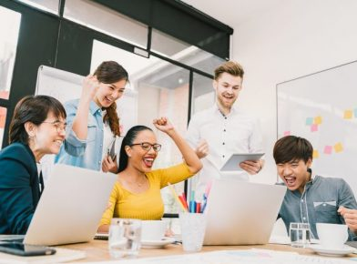 Engajamento dos colaboradores está entre os fatores de sucesso de um negócio, revela pesquisa