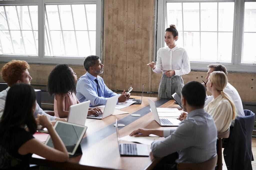 Para Taís Alvim, Coordenadora de Pós-graduação em Psicologia Organizacional e do Trabalho, é papel do líder fazer com que as pessoas descubram seus propósitos no trabalho