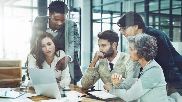 A tecnologia e a globalização alteraram a forma como os profissionais se relacionam com o mercado de trabalho, e isso se tornou mais um desafio para as organizações